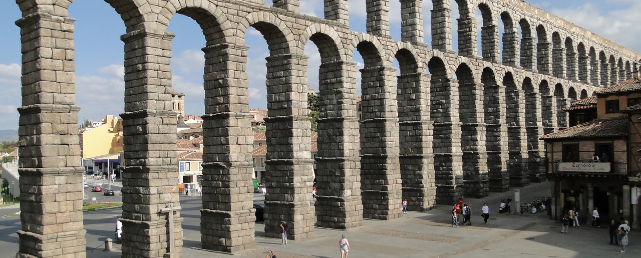 The Roman Aqueduct of Segovia, located in the city of Segovia, Spain.  (Bernard Gagnon / CC BY-SA 3.0)