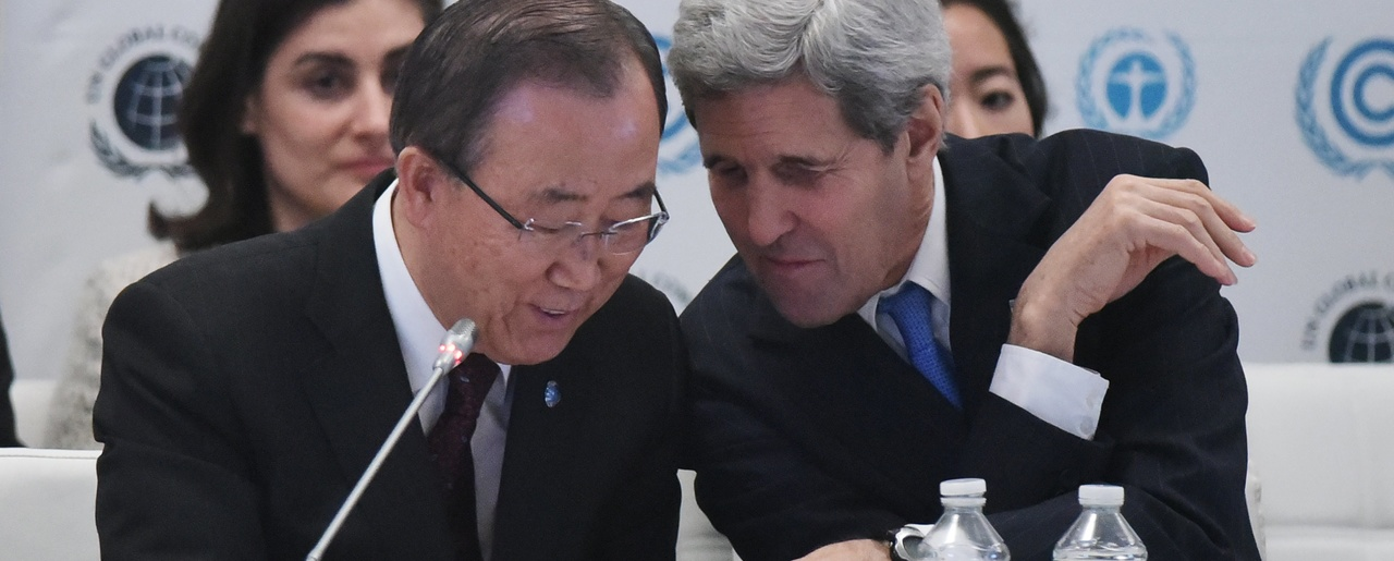 John Kerry talks with Ban Ki-moon during the Caring for Climate Business Forum