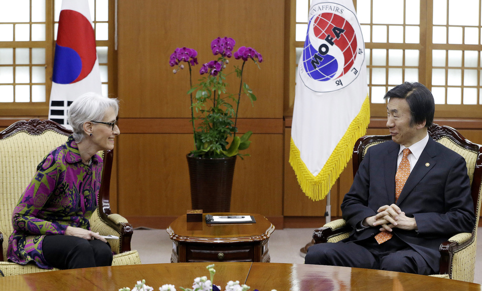 2015: Then U.S. Undersecretary of State for Political Affairs Wendy Sherman, a Belfer Center Senior Fellow, talks with South Korean Foreign Minister Yun Byung-se during a meeting to discuss North Korean issues in Seoul on Jan. 29, 2015.