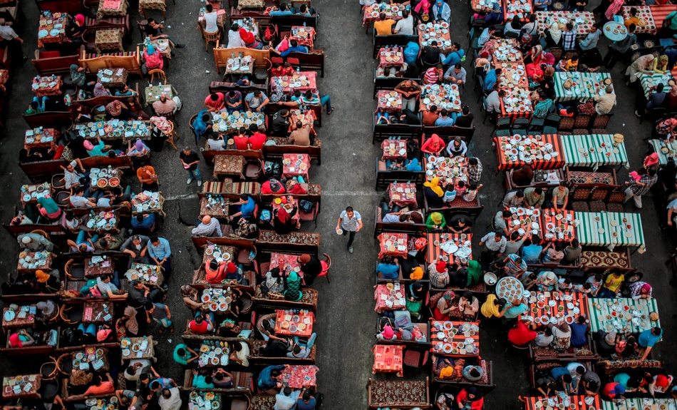 Birds-eye view of an iftar on the streets of Cairo