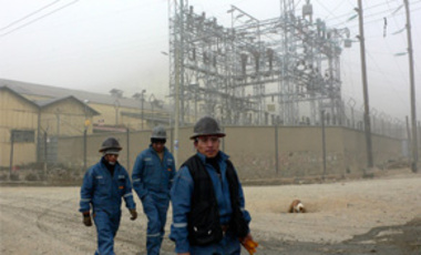 Miners walk near the Toromocho copper project of the Chinese company Chinalco in Morococha, Peru, July 19, 2008. Chinese trade with Latin America has grown more than tenfold since 2000.