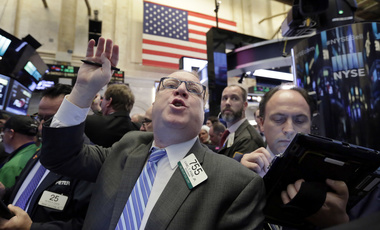 Trader Daniel Ryan works on the floor of the New York Stock Exchange, Friday, Jan. 27, 2017. Stock indexes are barely budging in early trading on Wall Street as investors look over a large batch of earnings reports from U.S. companies. (AP Photo/Richard Drew)
