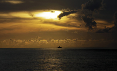 A Chinese frigate cruises near the Paracel Islands, East of Sansha prefecture, Hainan province, September 14, 2014.