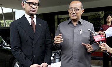 In this Wednesday, Nov. 20, 2013 file photo, Indonesian Ambassador to Australia Nadjib Riphat Kesoema, right, speaks to journalists next to Indonesian Foreign Minister Marty Natalegawa after their meeting in Jakarta.