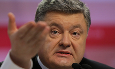 Ukrainian President Petro Poroshenko gestures during a press conference in Kiev, Ukraine, Dec 29, 2014. He on Monday signed a bill dropping his country's nonaligned status but signaled that he will hold a referendum before seeking NATO membership.