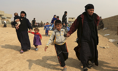 Civilians leave their houses, as Iraq's elite counterterrorism forces fight against Islamic State militants, in the village of Tob Zawa, about 9 kilometers (5.6 miles) from Mosul, Iraq, Tuesday, Oct. 25, 2016.