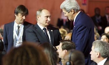 Russian President Vladimir Putin shakes hands with Secretary of State John Kerry after a speech by President Barack Obama during the COP21, Nov. 30, 2015