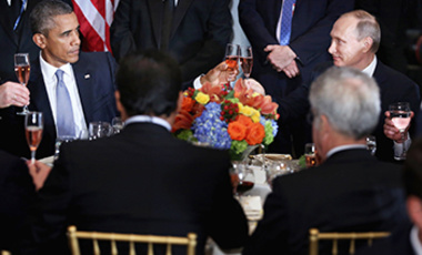 United States President Barack Obama (L) and President Valdimir Putin of Russia toast during a luncheon hosted by UN Secretary-General Ban Ki-moon at the UN Sept. 28, 2015.