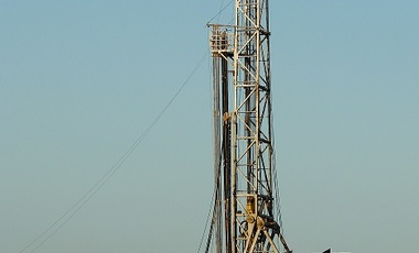 Shale gas drilling rig near Alvarado, Texas