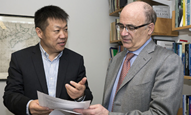 Dongsheng Wu (left) with Belfer Center Environment and Natural Resources Program Director Henry Lee.