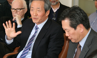 "Chung Moon Joon (center), member of the National Assembly of the Republic of Korea, speaks on ""North Korea's Nuclear Weapons: Perceptions, Reality, and Options"" at a Belfer Center Director's Lunch."