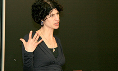 Juliet Eilperin speaks at a Belfer Center seminar on environmental policymaking, February 14, 2013