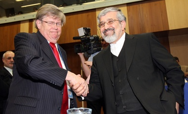 Olli Heinonen shakes hands with Iran's Ambassador to the IAEA, Ali Asghar Soltanieh, at the start of IAEA's extraordinary board meeting in Vienna, Feb. 12, 2010.
