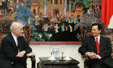 Harvard University Distinguished Service Professor Joseph S. Nye (left), a member of the Belfer Center Board of Directors, meets with Prime Minister Nguyen Tan Dung during his visit to Vietnam earlier this month.