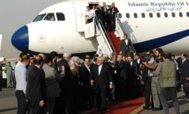 Iranian Foreign Minister Mohammad Javad Zarif (center) returns to Iran after signing the nuclear deal between Iran and six world powers.