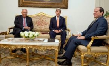 Egyptian President Abdel-Fattah el-Sissi (R) meets with U.S. Secretary of State John Kerry (C) and Egyptian Foreign Minister Sameh Shoukry at the Presidential palace in Cairo, Egypt.