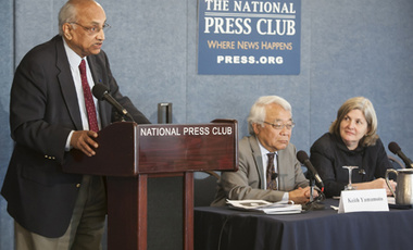 Venkatesh Narayanamurti speaking at the National Press Club in Washington, D.C. Also taking part were Keith Yamamoto, vice chancellor for research at UC San Francisco, and Nancy Andrews, dean of Duke University's School of Medicine. (Photo: Tony Brown)