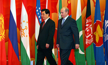 China's President Hu Jintao, left, and Russian President Vladimir Putin walk to their positions for a group photo at the Shanghai International Convention Center in China, June 15, 2006.