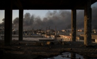 Smoke rises from burning oil fields in Qayara, some 50 kilometers south of Mosul, Iraq, Oct. 31, 2016. For 2 weeks, Iraqi forces and their Kurdish allies, Sunni tribesmen, & Shiite militias have been converging on Mosul from multiple directions.