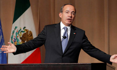 "Mexican President Felipe Calderon delivers his speech on ""Preserving Our Common Heritage: Promoting a Fair Agreement on Climate Change"" during a lecture at the United Nations University in Tokyo, Japan, Feb. 2, 2010."