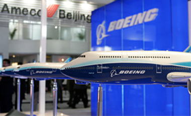 File photo of Boeing model planes. China on 31 Jan. 2010 stepped up censure of planned U.S. arms sales to Taiwan amid calls for boycotts of Boeing and other U.S. firms involved in the sales.
