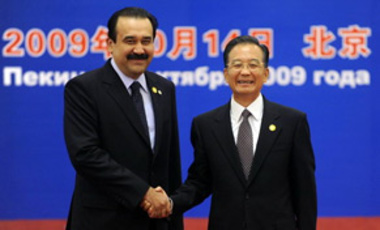Chinese Premier Wen Jiabao, right, shakes hands with Kazakhstan PM Karim Massimov at  the Shanghai Cooperation Organization Summit at the Great Hall of the People in Beijing, Oct. 14, 2009.
