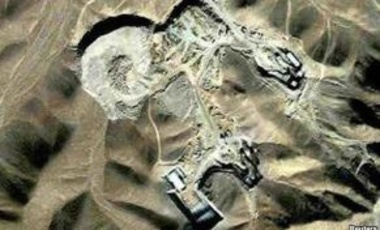 Satellite photo of a uranium-enrichment facility near Qom, Iran