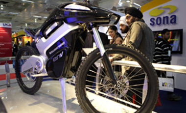 Visitors look at a Intelligent Energy hydrogen fuel cell motorcycle at the 10th Auto Expo in New Delhi, India, Jan. 6, 2010.