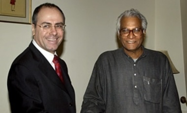 In February 2004, Israeli Foreign Minister Silvan Shalom met with Indian Defense Minister George Fernandes in New Delhi for diplomatic talks to strengthen ties between the two countries.