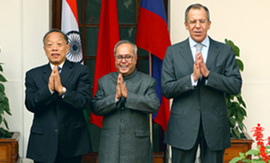 Chinese Foreign Minister Li Zhaoxing, Indian Minister of External Affairs Pranab Mukherjee, and Russian Foreign Minister Sergei Lavrov held joint economic talks in New Delhi in 2007.