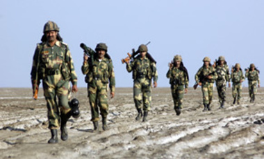 Border Security Force soldiers patrol the border with Pakistan in Gujarat, Nov. 25, 2009. Indian PM Manmohan Singh raised fears about Pakistani Taliban forces moving into the heart of Pakistan, which threatens both Pakistan's government and India.