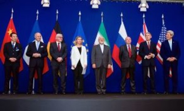The ministers of foreign affairs and other officials from the P5+1 countries, the European Union and Iran while announcing the framework of a Comprehensive agreement on the Iranian nuclear program, April 2, 2015, in Lausanne, Switzerland.
