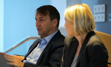 Radoslaw Sikorski (L) and Cathryn Cluver discuss populism in the West.