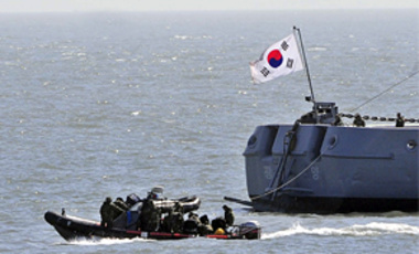 South Korean Navy's Ship Salvage Unit members on rubber boats search for missing sailors of the sunken South Korean navy ship Cheonan off South Korea's Baengnyeong Island, Apr. 3, 2010.