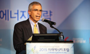 Project Director Robert Stavins giving keynote speech in Seoul