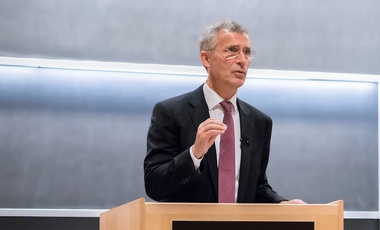 His Excellency Jens Stoltenberg speaks to students in Wiener Auditorium.