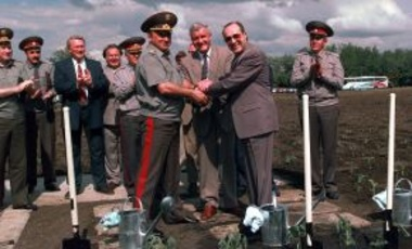 U.S. Secretary of Defense William Perry (R) Ukraine Minister of Defense Valeriy Shmarov (C) & Russian Federation Minister of Defense General of the Army Pavel Grachev (L) celebrate Silo 110's completed dismantlement, June 4, 1996, in Ukraine.