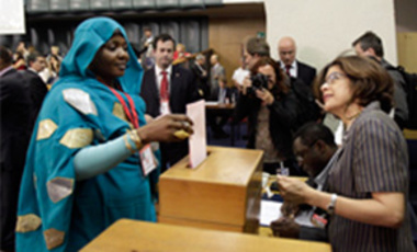 Delegate from Chad Mariam Hattahir, left, casts her ballot at the 37th Food and Agriculture Organization (FAO) Conference in Rome, June 26, 2011. Brazil's Jose Graziano da Silva was elected director-general of the UN's FAO.