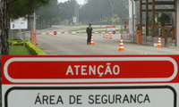 A security guard stands at the entrance of the nuclear facility, FCN, Fabrica de Combustible Nuclear in Resende, Brazil, Oct. 19, 2004. Brazilian officials expressed optimism on reaching agreement with UN inspectors over Brazil's plans to enrich uranium.