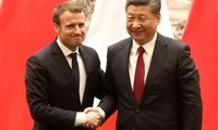 French President Macron (L) and Chinese President Xi Jinping (R) shake hands during a press conference in Beijing, China, January 9, 2018.