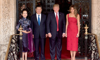 President Donald Trump and First Lady Melania Trump pose for a photo with Chinese President Xi Jingping and his wife, Mrs. Peng Liyuan, Thursday, April 6, 2017, at the entrance of Mar-a-Lago in Palm Beach, FL (Official White Photo by D. Myles Cullen)
