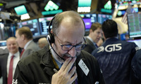 Trader Edward Landi works at the New York Stock Exchange. December 13, 2017. (Mark Lennihan/Associated Press) Keywords: Edward Landi, New York Stock Exchange, trading