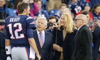 Tom Brady takes some time to talk with Patriots owner Robert Kraft (l) and media mogul Rupert Murdoch (r) before an NFL game.