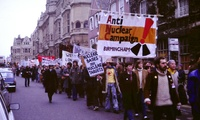 An anti-nuclear weapons protest march in, Oxford, England in 1980 (Kim Traynor/Wikimedia).