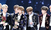 The K-pop group BTS receiving an award in Seoul in January 2017 (AJEONG_JM, Wikimedia/Creative Commons).