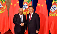 Portuguese Prime Minister Antonio Costa shaking hands with Chinese President Xi Jinping in 2016